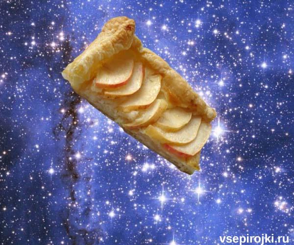 слоеный пирог яблоки и сметана фото