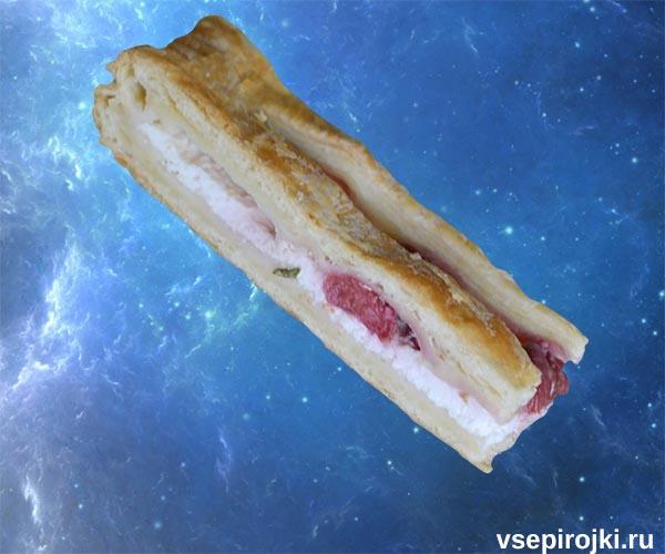 слоеный вишневый пирог творог фото