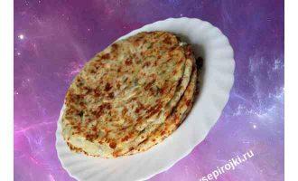 сырная лепешка на сковороде 1