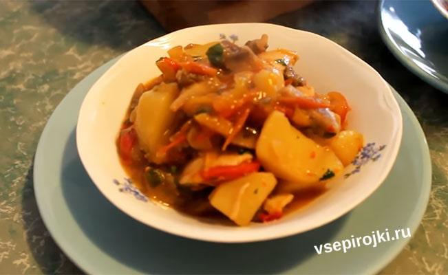 Тушеная курица с картошкой и грибами